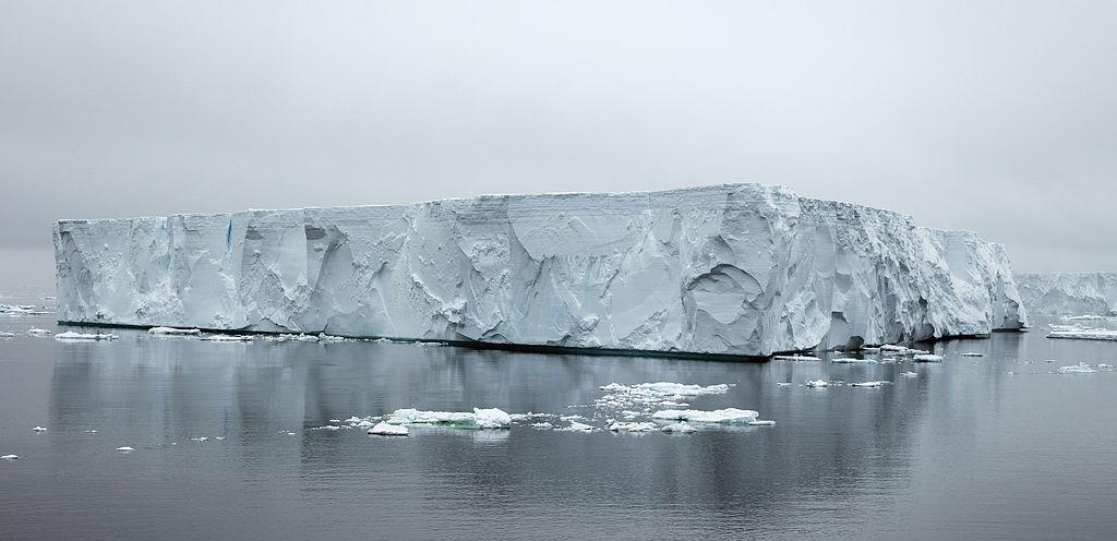 Antarctic Sound-2016-Iceberg 02.jpg