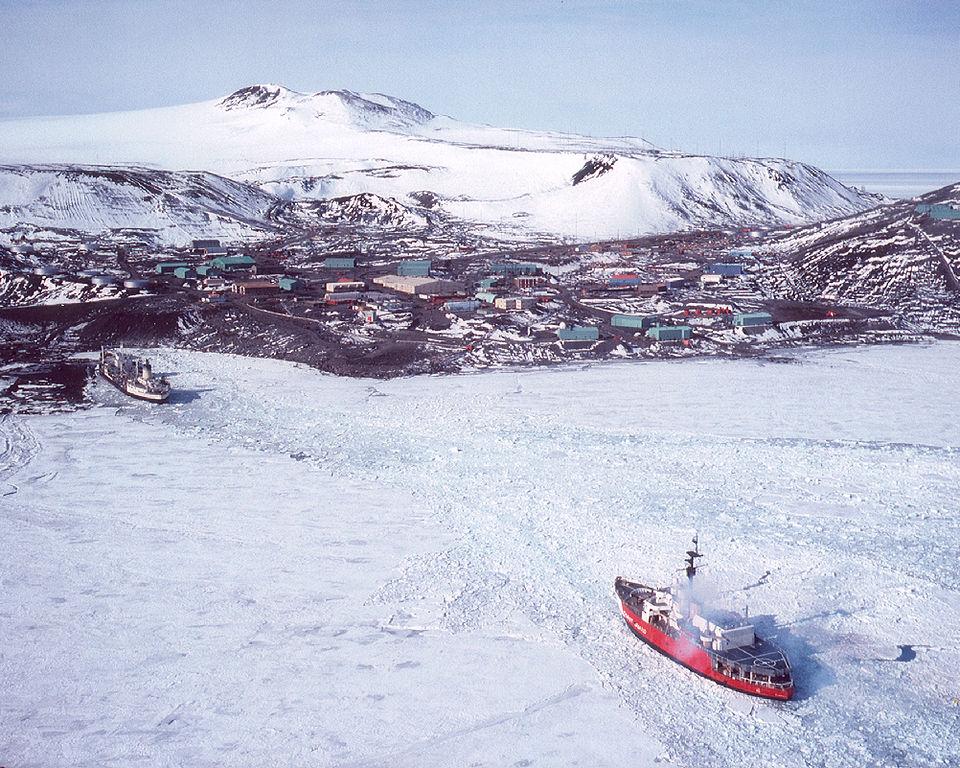 Glacier nearing the ice pier.jpg