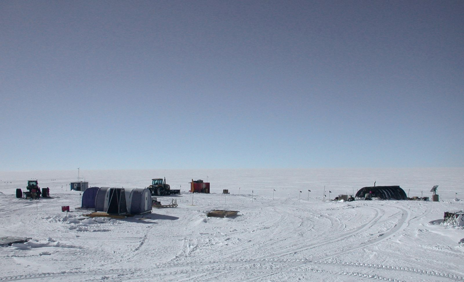 Byrd field camp.jpg